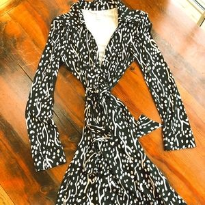 DVF wrap dress long sleeves Size 8